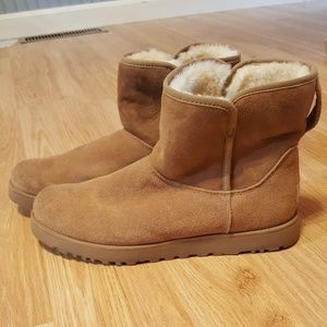 UGG Size 10 Bootie